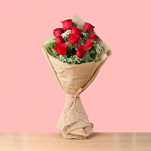 10 RED ROSES BOUQUET WRAPPED IN JUTE