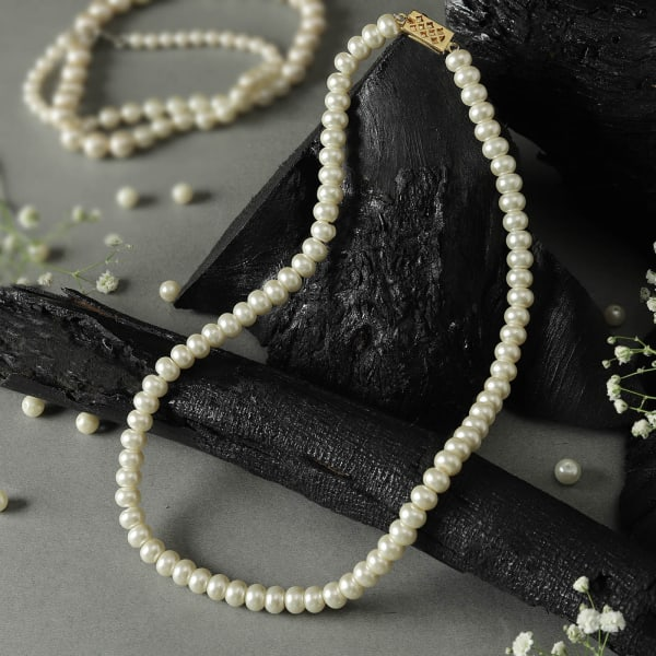 Aesthetic Pearl Necklace