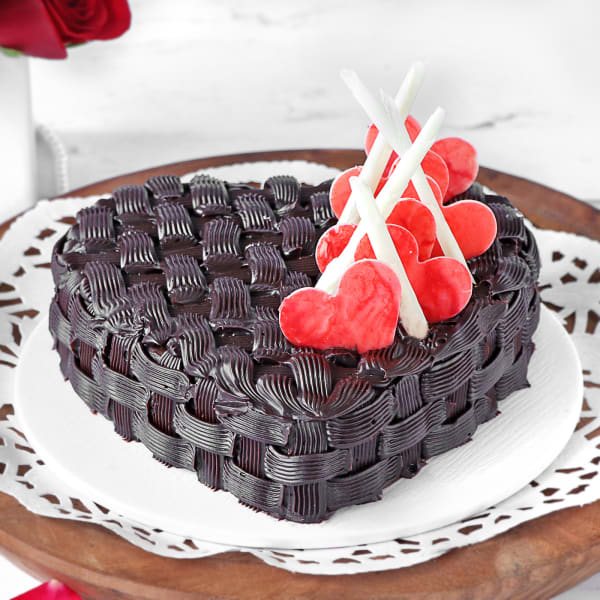 Basket Weave Heart Chocolate Cake (Half Kg)