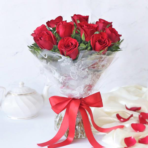 Bouquet of 10 Elegant Roses