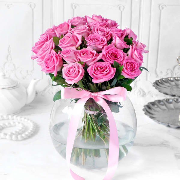 Bouquet of Pink Roses in Globe Vase (25 Stems)