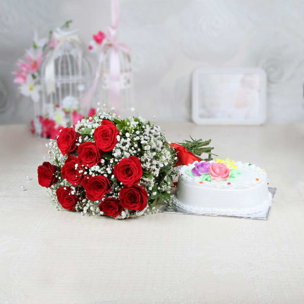 Bunch of 10 Red Roses with Vanilla Cake (Half Kg)