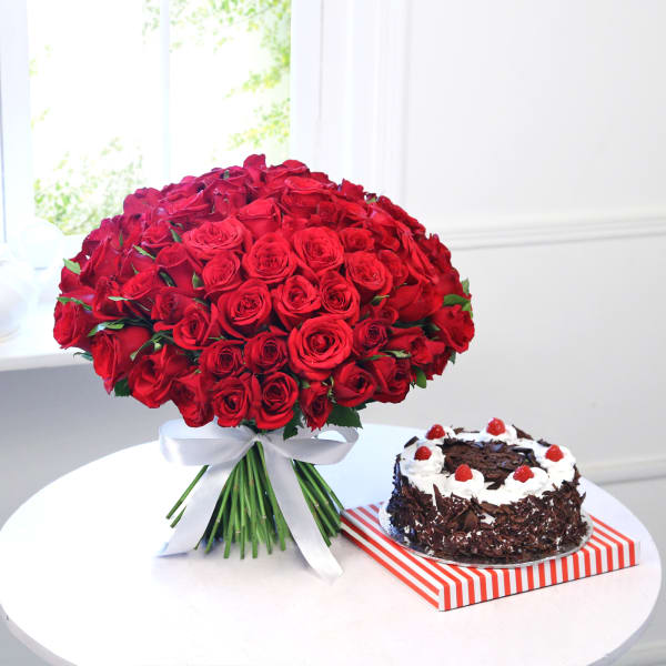 Bunch of 100 Red Roses with One Kg Black Forest Cake