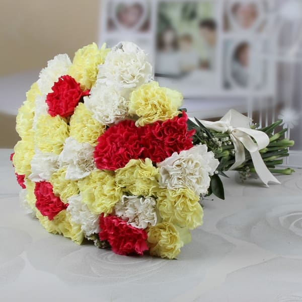 Bunch of 30 Assorted Carnations