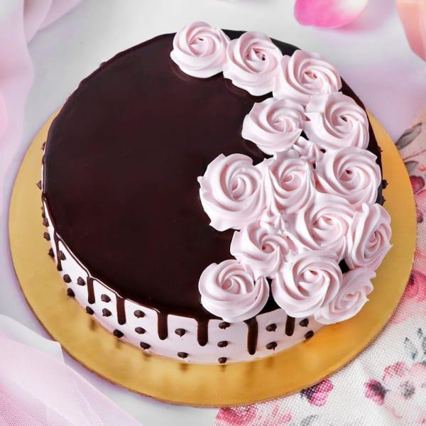 Creme Rose Decorated Chocolate Cake (1 Kg)