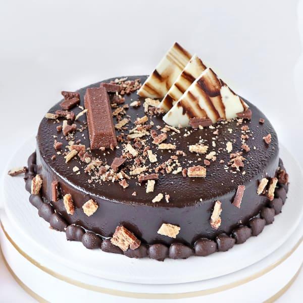 Crunchy Kit Kat Chocolate Cake (Half Kg)