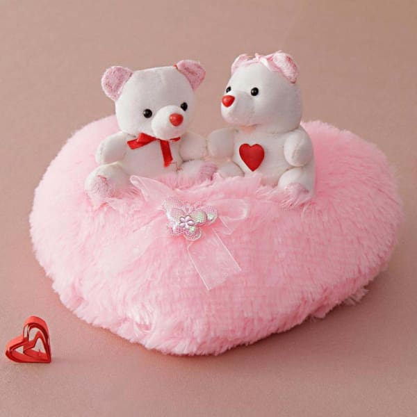 Cute Teddy Bears On A Pink Heart Gift Send Toys And Games Gifts Online L11007335 Igp Com
