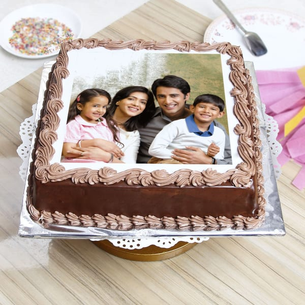 Delicious Chocolate Personalised Photo Cake (Eggless) (1 Kg)