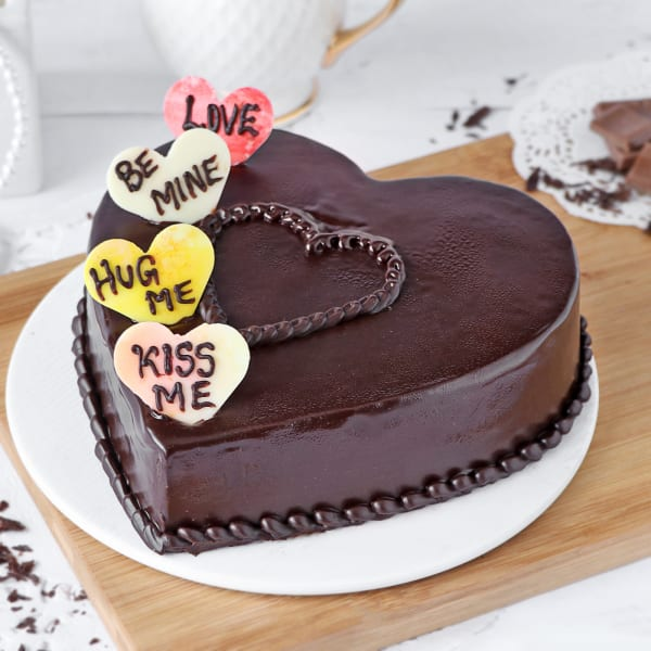 Delicious Heart-shaped Chocolate Cake (Half Kg)