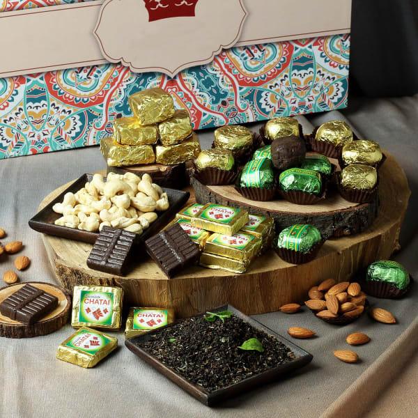 Delightful Combo of Dryfruits, Chocolates & Flavored Tea-800gms