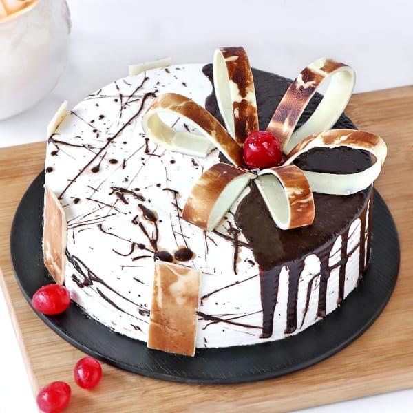 Designer Chocolate Vanilla Cake (Eggless) (Half Kg)