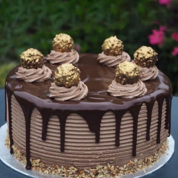 Ferrero Rocher Cake (Half Kg)