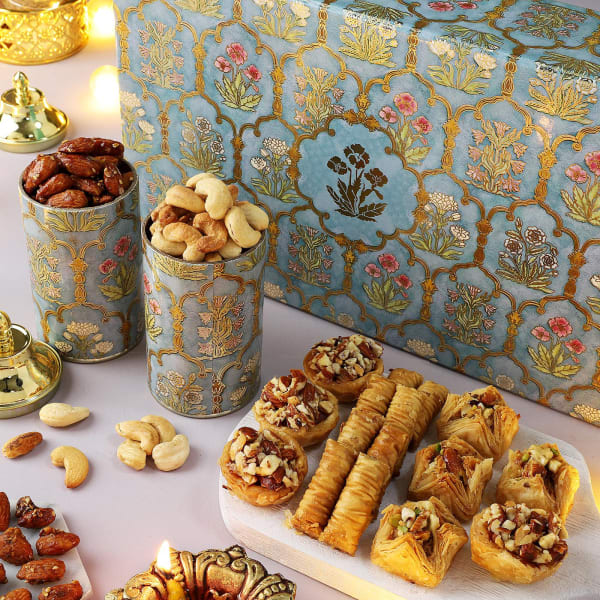 Flavoured Dry Fruits And Baklava In Gift Box