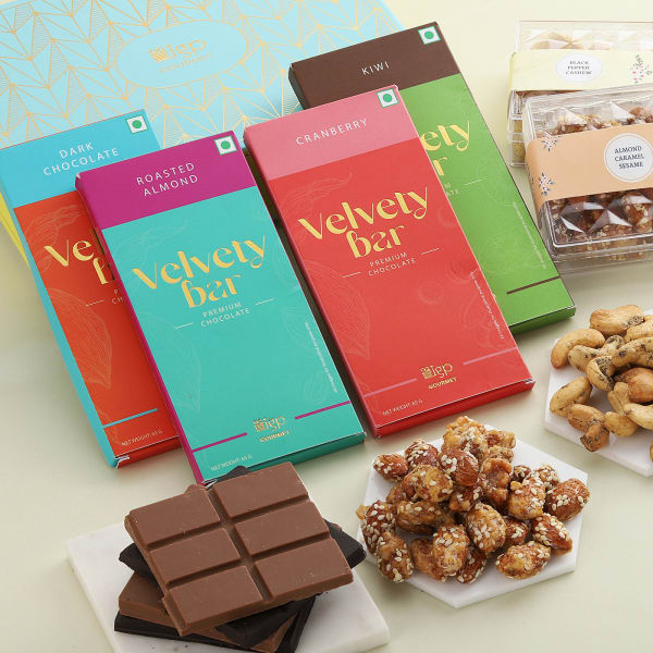 Flavoured Dry Fruits And Chocolates Gift Box