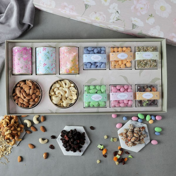 Gourmet Dragees And Goodies Gift Box