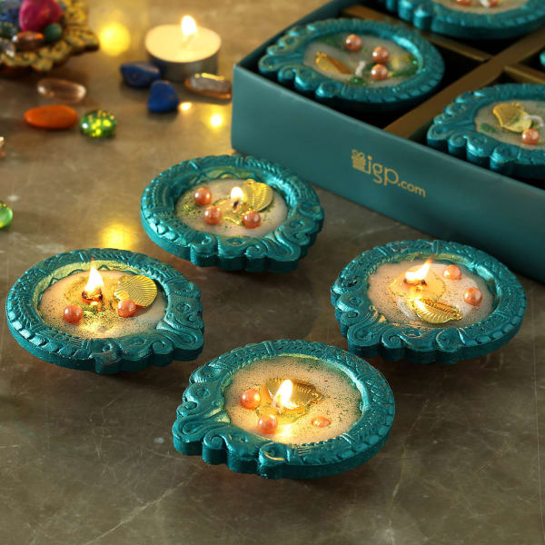 Hand Painted Clay Diya with Pearls (Set of 4)
