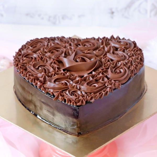 Heart Shaped Chocolate Cake (1 Kg)