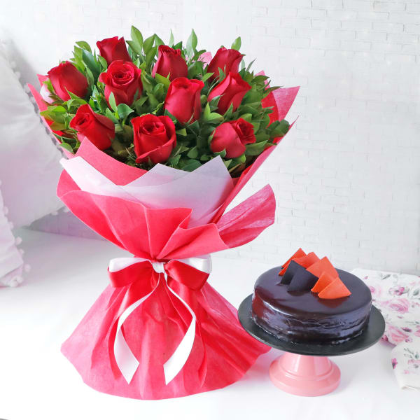 Mesmerising Red Roses Bouquet with Chocolate Cake (Half Kg)