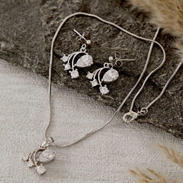 Party Wear Pendant Set in a Gift Box