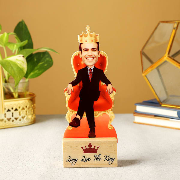 Personalized King Caricature with Wooden Stand