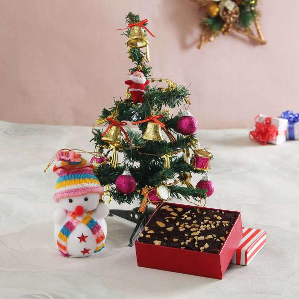 Plum Cake with Christmas Tree & Decoration Kit