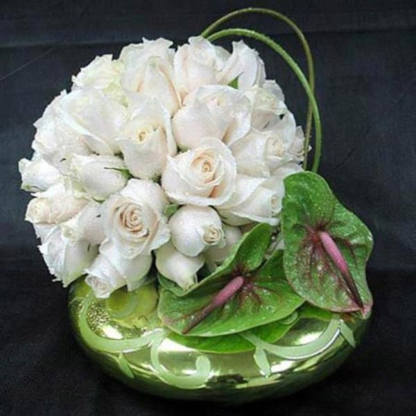 Pretty 25 White Roses in a Glass Bowl