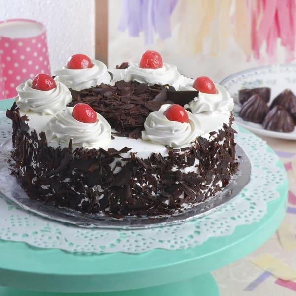 Round Black Forest Cake (Half Kg)