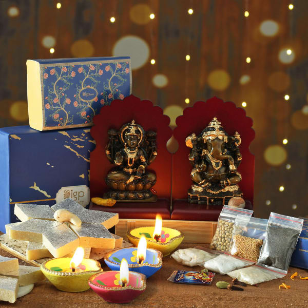 Set of 4 Clay Diya with Laxmi Ganesha Idols Hamper