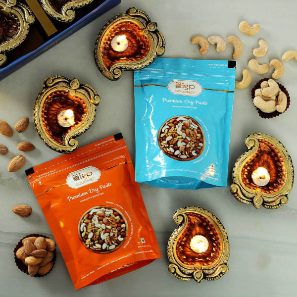 Set Of 4 Clay Diya with Roasted Dry Fruits