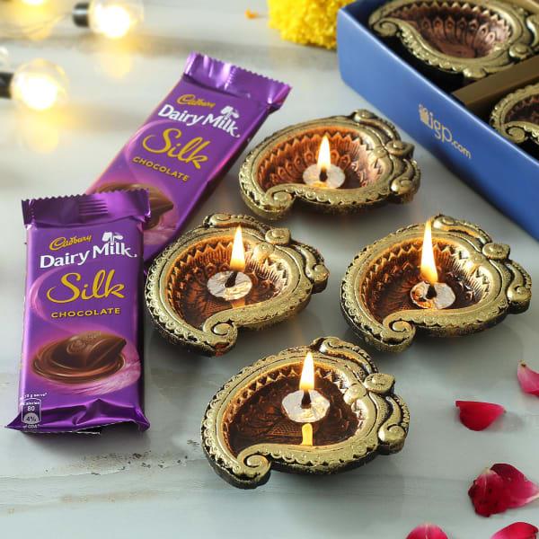 Set of 4 Designer Clay Diya with Chocolates