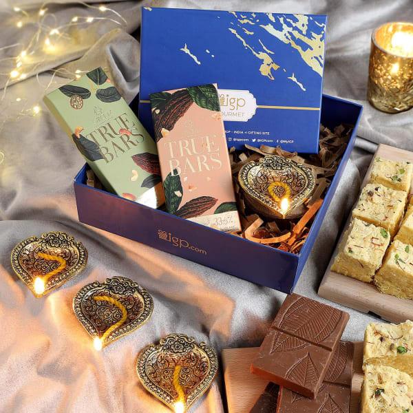 Soan Papdi With Chocolates Diwali Gift Tray