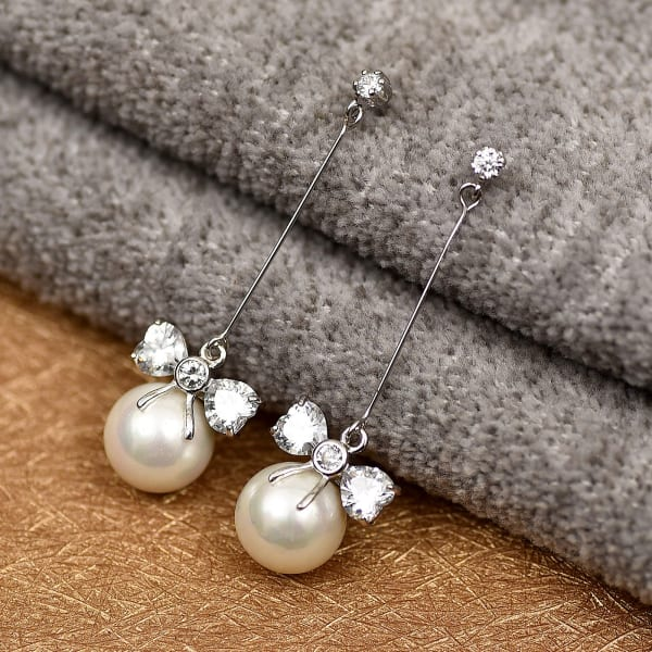Stunning Pearl & Diamond Danglers