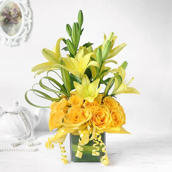 Sunshine Yellow Lilies & Roses in Vase