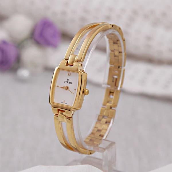 Titan Karishma Analog Watch For Women Gift Send Valentine S Day Gifts Online L11023134 Igp Com