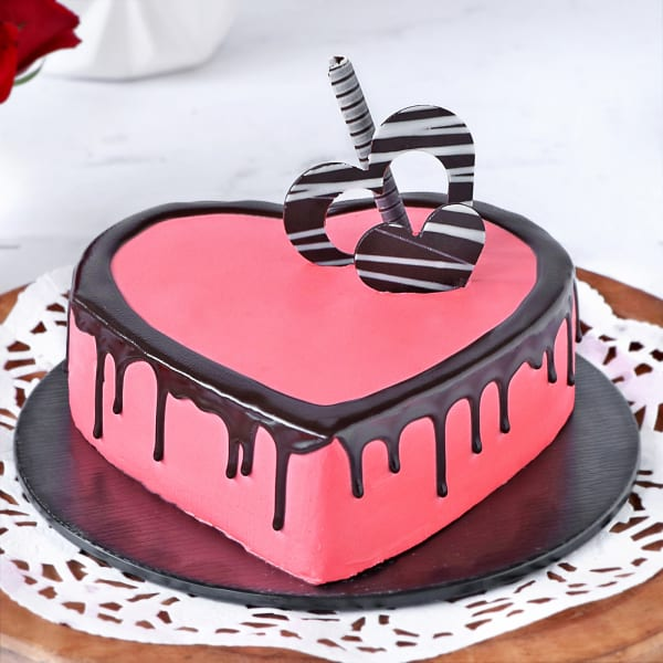 Valentine Strawberry Heart Cake (1 Kg)