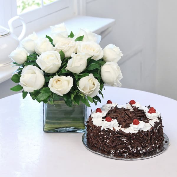 Vase Arrangement 15 White Roses with Black Forest Cake (Eggless) (Half Kg)