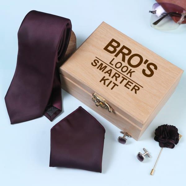 Wine Colour Accessory Set In Wooden Box For Bro