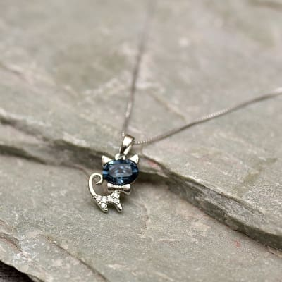 Alluring Cat Shaped Swarovski Pendant