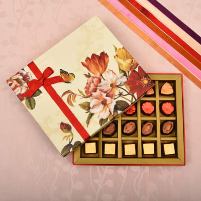 Assorted Flavored Mix Chocolates in Gift Box