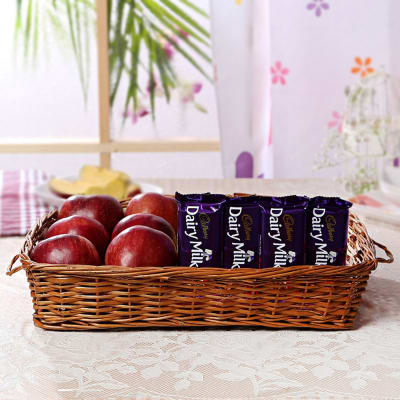 Basket of 1 Kg Apples with Cadbury Dairy Milk Fruit N Nut