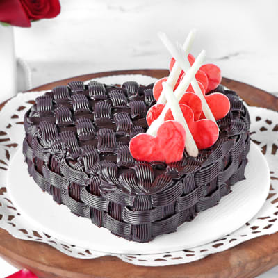 Order Basket Weave Heart Chocolate Cake Half Kg Online At Best Price Free Delivery Igp Cakes Our eggless birthday cakes and anniversary cakes variants offer the same quality, look and taste as the. basket weave heart chocolate cake half kg