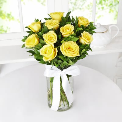 Beautiful 10 Yellow Roses In A Glass Vase Order Flowers Online