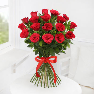 Beautiful 18 Red Roses Bunch