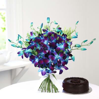 Beautiful 6 Blue Orchids with Chocolate Cake (Half Kg)