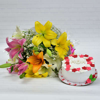 Beautiful Bunch of 6 Lilies with Vanilla Cake