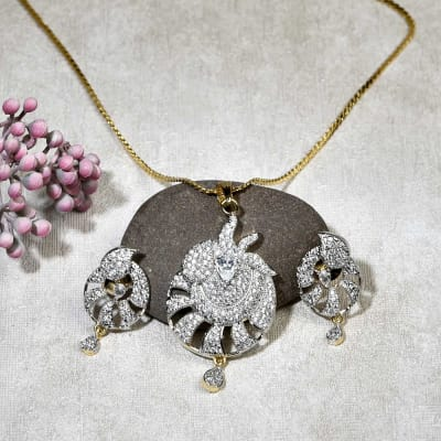 Beautiful Pendant With Chain And Pair Of Earring