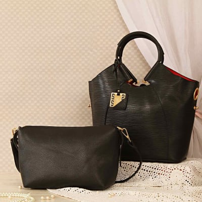 Black Fashion Handbag With A Detachable Clutch