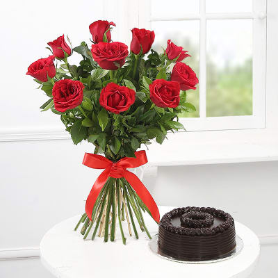 Bouquet Of 10 Red Roses With Chocolate Cake Half Kg