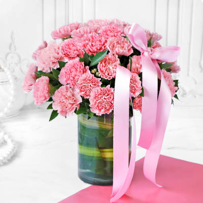 Bouquet of Pink Carnations in Vase (25 stems)