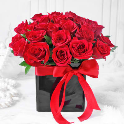 Bouquet of Red Roses in Black Vase (25 stems)